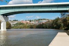 Överblick av staden av Morgantown WV Arkivbilder