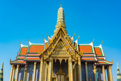 Verblindende decoratie van dak en stupa van Groot Paleis, Bangkok Royalty-vrije Stock Foto's