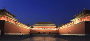 Verboden Stad bij schemer in Peking, China. Stock Afbeeldingen