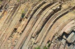 Verbogene sechseckige Spalten des vulkanischen Ursprung bei Hong Kong Global Geopark in Hong Kong, China stockbild
