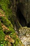 Verborgen bergholen bij Miroc-berg en het nationale park van Djerdap Stock Afbeeldingen