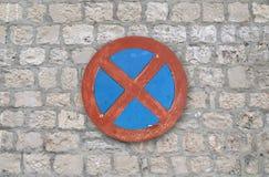 Verbotenes stoppendes und parkendes Zeichen Stockfotos
