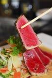 Verbrannter Thunfisch mit Sahnesoße Lizenzfreies Stockbild