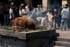 Verbrennungszeremonie an Pashupatinath-Tempel. Nepal Stockbild