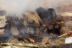 Verbrennungszeremonie an Pashupatinath-Tempel. Nepal Stockfotografie