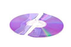 Verbrijzelde DVD/CD die op wit wordt geïsoleerd Royalty-vrije Stock Afbeeldingen