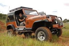 Verbrijzeling Beige Jeep Wrangler Off-Roader V8 Stock Afbeelding