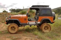 Verbrijzeling Beige Jeep Wrangler Off-Roader V8 Stock Afbeeldingen