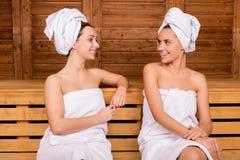 Verbringen von Zeit in der Sauna. Lizenzfreies Stockfoto