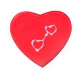 Verbundene Herzen auf rotem Konzept Stockbild