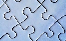 Verbundene Stücke des Puzzlespiels nahaufnahme Stockfotos