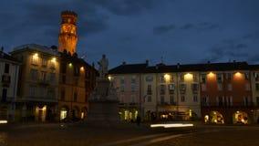 VERCELLI WŁOCHY, LUTY, - 2017: Środkowy piazza Cavour Cavour kwadrat z Torre dell ` Angelo anioła ` s wierza w zbiory
