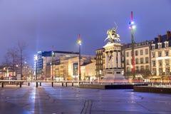 Vercingetorix雕象, Place de Jaude在晚上在克莱蒙费朗 免版税图库摄影