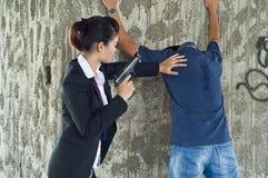 Verdächtiger unter Festnahme. Stockfotografie