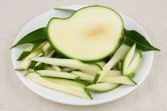Verdünnen Sie geschnittene grüne Mango, Stockfoto