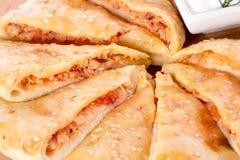Verdünnen Sie Kuchen mit Fleischfüllung Lizenzfreies Stockbild