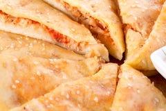 Verdünnen Sie Kuchen mit Fleischfüllung Lizenzfreie Stockfotos