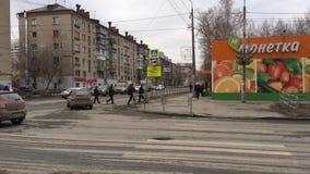 Verdad que camina de Cheliábinsk, Cheliábinsk/de Rusia una ciudad soviética vieja del uniun almacen de metraje de vídeo