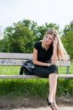 Verdadeiros problemas - mulher nova preocupada fotos de stock royalty free