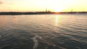 Verdammung auf dem Fluss Volga-Luftschießen stock footage