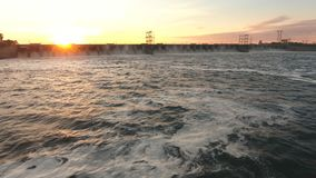 Verdammung auf dem Fluss Volga-Luftschießen stock video