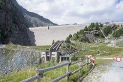Verdammung in den Alpen Stockfotos