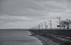 Verdammung, die Grenze zwischen Land und Wasser Stockfoto
