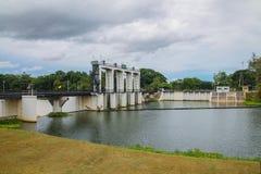 Verdammung und Fluss Petchaburi Lizenzfreie Stockbilder