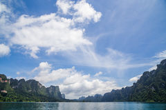 Verdammungsansicht mit schönem Himmel Stockfotografie