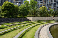 Verdant waterside in modern city Royalty Free Stock Photography