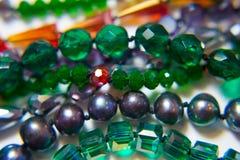 Verde étnico plástico de cristal del metal del collar Imagenes de archivo