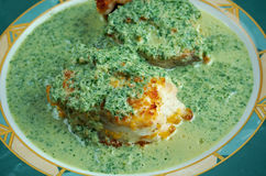 Verde сальсы en Merluza Стоковые Фото