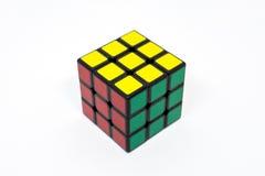 Verde amarillo rojo acertado del cubo de Rubik Fotografía de archivo libre de regalías