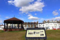 Verde conmemorativo Kent England de Walmer del estrado de la orquesta Imagen de archivo