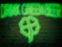 Verde da cerveja do verde da bebida do sinal de néon Fotografia de Stock