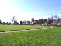 Verde de aldea en la aldea de Cheshire de Aldford Fotografía de archivo