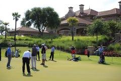 Verde de colocação, jogadores, TPC Sawgrass, FL Fotos de Stock Royalty Free