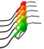 Verde de intensificación del surtidor de gasolina al rojo Fotos de archivo libres de regalías