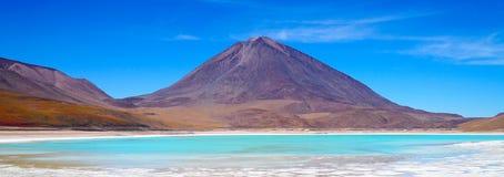 Verde de Laguna, lagoa verde em Bolívia imagem de stock royalty free