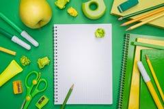Verde de nuevo a escuela Imagen de archivo libre de regalías