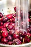 Verde delle ciliege di lavaggio Fotografia Stock Libera da Diritti