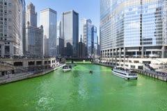 Verde di tintura di Chicago River fotografie stock