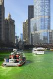 Verde di tintura di Chicago River fotografie stock libere da diritti