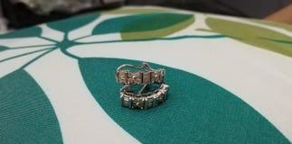 Verde do diamante dos brincos consideravelmente agradável fotos de stock royalty free