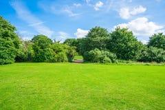 Verde do subúrbio do jardim de Hampstead, Londres, Reino Unido Fotos de Stock Royalty Free