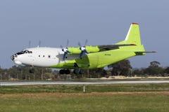 An-12 verde e bianco Fotografia Stock