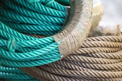 Verde e corda del polipropilene di Brown Fotografia Stock