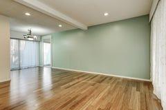 Verde e interior da hortelã da sala vazia fotografia de stock