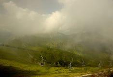 Verde e nevoento Imagens de Stock Royalty Free