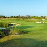 Verde fresco del campo del golf Imágenes de archivo libres de regalías